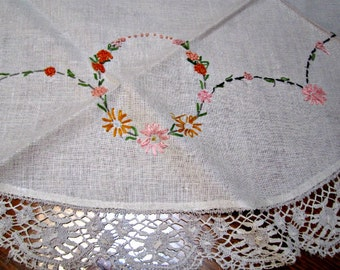 Tablecloth Hand Embroidery and Handmade Lace Circular Table Vintage 50s