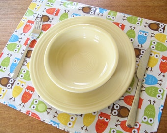 Vinyl placemat for kid, owls wipeable lightweight placemat