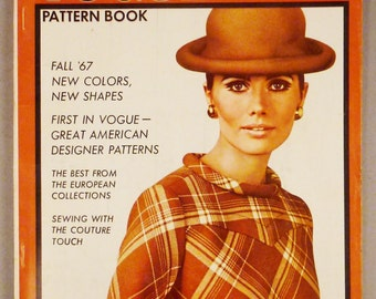 Vintage VOGUE Pattern Book Fashion AU8GUST SEPTEMBER 1967 Rare great Condition