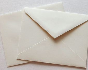 PPE43  Qty. of 50 A2 70 lb. Vanilla Paper Envelopes 4 3/8 x 5 3/4 (11.11cm x 14.61cm)