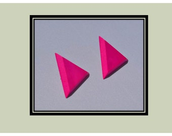 Wood triangle earrings  bright  fuchsia raspberry - Pink Sorbet color