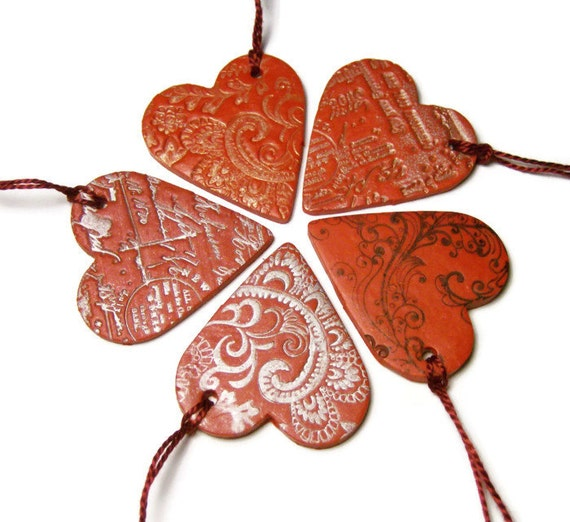 Heart Hang Tags Five Hand Embossed Red Polymer Clay Floral Paisley Calligraphy Patterns Packaging Decoration Ornament Holidays