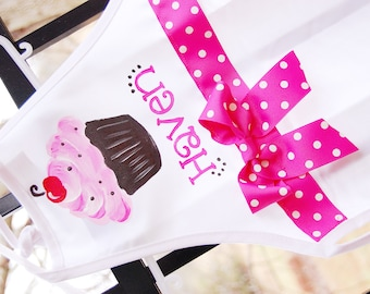 Personalized child's apron with cupcake and bow, size 1 to 6 years