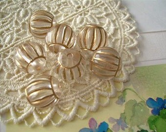 7 Ribbed Melon Vintage Plastic Beads Clear with Gold Accents 15mm