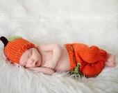 Baby pumpkin set - Newborn to 3 months - hand knit - newborn photo shoot prop - boy girl - autumn pants set - apple set