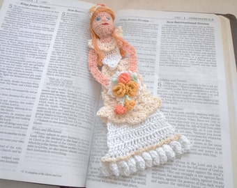 Bride thread crochet bookmark, unique bookmarks, bridal gift, gift for her, anniversary gift, wedding gift,bachelorette party,bridal shower,