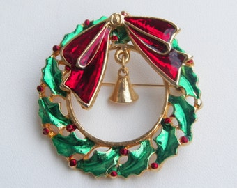 Charming vintage wreath pin with bell - perfect for the Christmas holiday