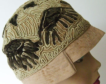 "22 1/2"" - Vintage 1920s Geometric Embroidered Flapper Women's Cloche Hat"