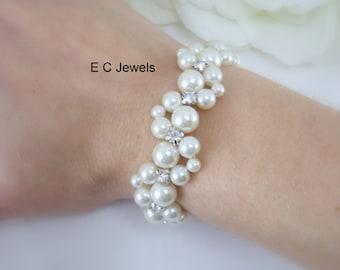 Beautiful Intertwined Rhinestone and Pearl Bracelet