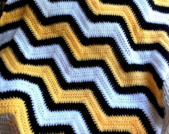 new chevron zig zag baby blanket afghan wrap crochet knit ripple stripes VANNA WHITE yarn bumblebee bee yellow black photo prop handmade USA