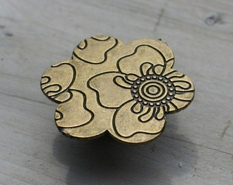 Flower Drawer Knobs with Pattern in Brass (MK147)