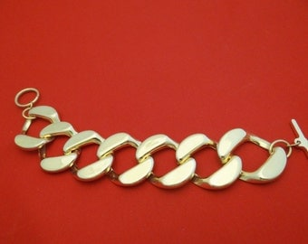 """Chunky Vintage gold tone 7.5"""" bracelet in great condition, appears unworn, 1.25"""" wide"""