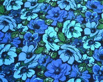 Vintage Fabric - Mod Poppy Flowers in Shades of Blue - 42 x 34