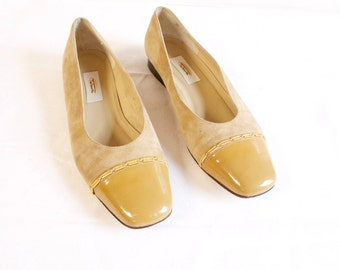 Vintage 1970s Beige Suede and Leather Shoes Size 7 1/2M by Talbot