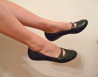 Black leather Ballet Flats button shoes Round toe Slip Made in Italy Women Size 8