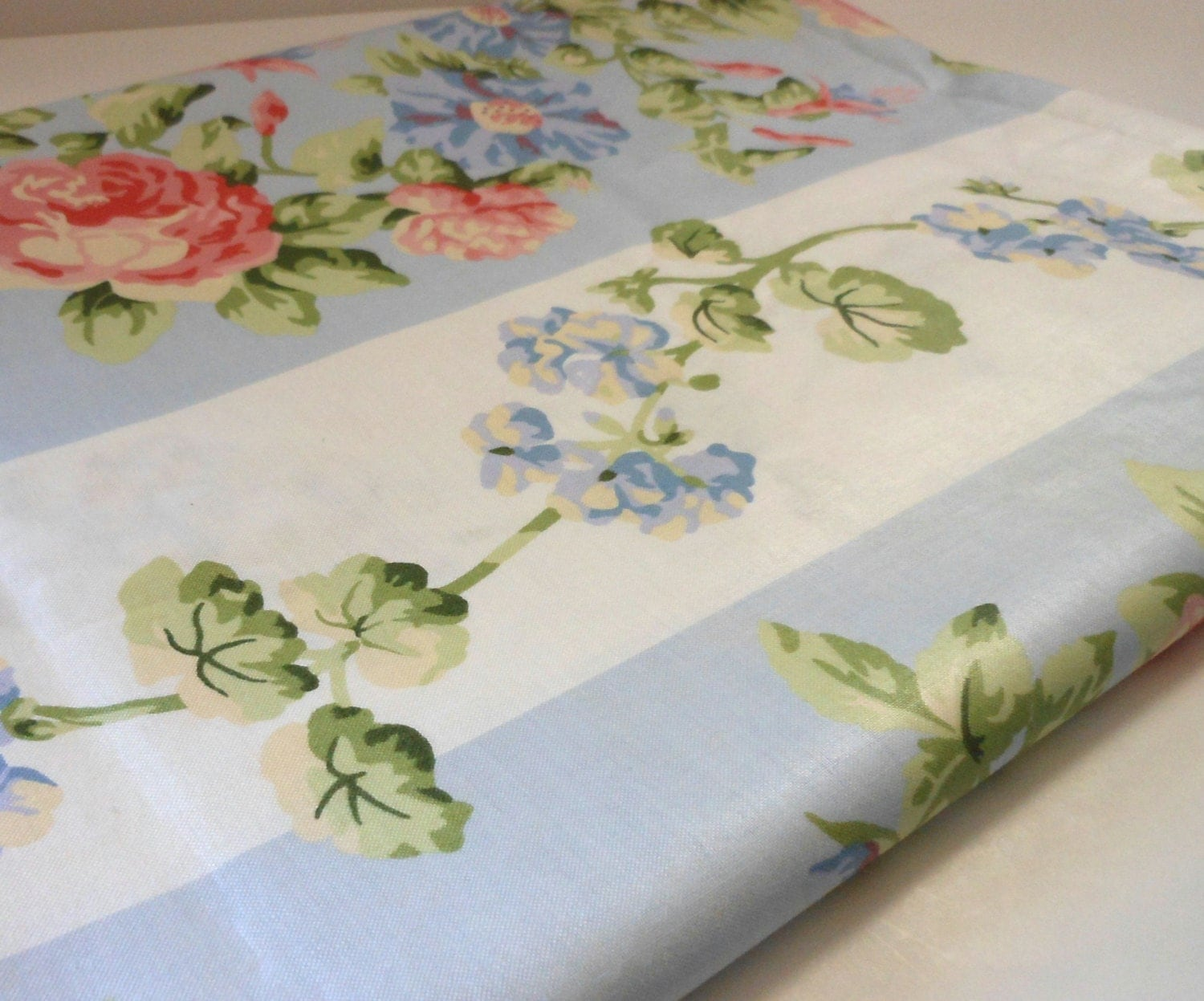 Laura ashley chintz fabric 3 yards pink roses blue and white for Chintz fabric
