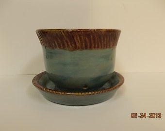 Round Planter with attached dish