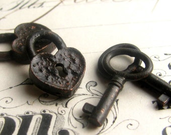 Rustic, weathered heart lock and oval jewlry box key charm sets from Bad Girl Castings, black metal findings, 18mm (2 locks, 2 key charms)