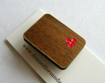 Walnut wood club playing card brooch