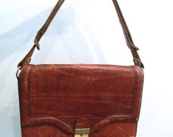 vintage. 70s Vintage Worn Leather Purse // Classic 70s RETRO BAG