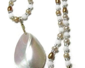 Gold Pearl Pendant Necklace, Gold freshwater Pearl Necklace, Pearl Pendant Necklace