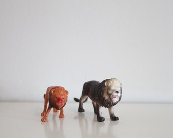 Vintage set of toy lions