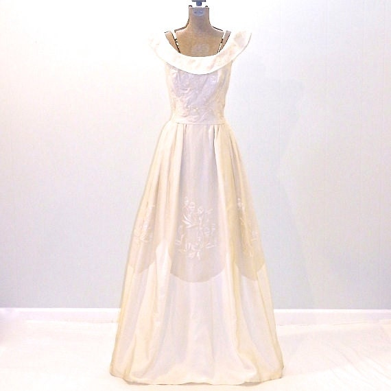 Vintage Wedding Dress Xs: Items Similar To Vintage 1960s Wedding Dress, Ivory 60s