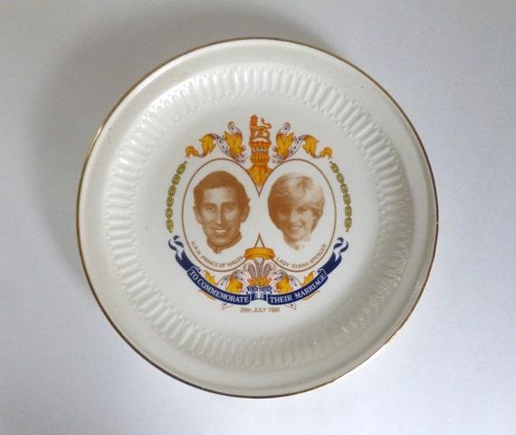 Vintage c 1981 Price Charles & Lady Diana memorative