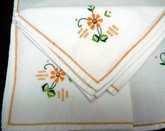Vintage Linen Napkins, 5 Matching Linens, Embroidered Linen, Serviettes 10092
