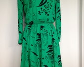 Vibrant Green Vintage High Fashion 80s Dress With Black Detailing