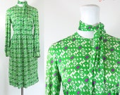 mod 70s dress / RESERVED green 70s jersey dress / long sleeve vintage retro 70s dress / pixel motif 70s graphic print dress / size medium