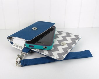 The Errand Runner - Cell Phone Wallet - Wristlet - for iPhone/Android - Navy/Chevron in Gray