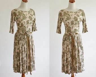 Vintage 50s 60s Dress, Wool Dress, Full Skirt Dress, Beige and Green Floral Dress, Pleated Skirt Dress, Rosette Belt, Bust 34 Small