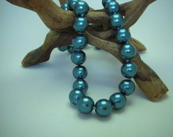 Blue mother of pearl bead necklace