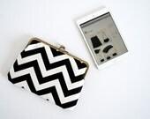 iPad mini sleeve. iPad case. tablet cover. chevron bag. black chevron clutch. kisslock purse.