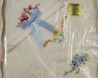 Hankies 3 Vintage White Cotton Lace Trimmed Floral Embroidered Handkerchiefs in Original Box