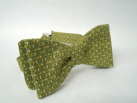 mens bow tie green and gold pattern adjustable