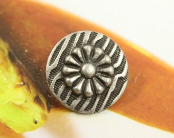 Metal Buttons - Flower on Ripples Metal Buttons , Antique Silver Color , Shank , 0.79 inch , 6 pcs