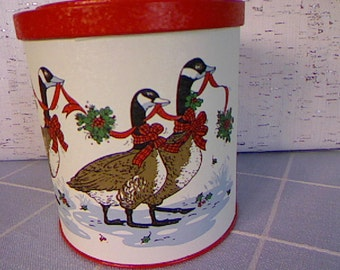 Christmas Biscuit Tin / Garlands and Geese / Potpouri Press Tin / Cottage Decor / Vintage Tin / Holiday Tin / Folk Art / Holiday Gift Tin