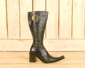 Vintage black leather fitted pointy western boots/womens cowboy style boots/7-7.5 narrow