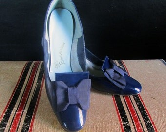 Classic Patent Navy Pumps by Bravissima