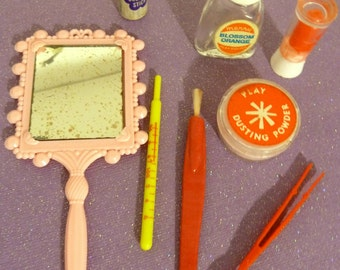 Great 8 Piece Miss Merry Makeup Set