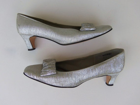 Vintage 60s Shoes Pumps Heels Formal Evening Silver Lame with Bow Size 6 B  Mid Century Mad Men