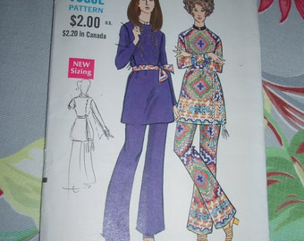 "Vintage 1960s Vogue Design Pattern 7695 for Tunic and Pants, Size 8, Bust 31 1/2"", Hip 33 1/2"", Uncut, Factory Folds"