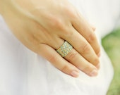 Textured band ring. Mint gold peyote custom made ring