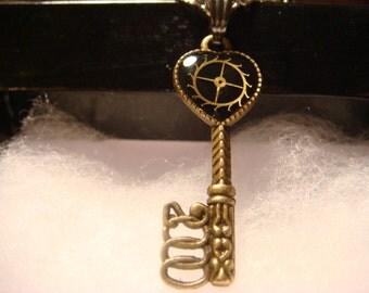 Small Stempunk Resin Gear Heart Key Pendant Necklace (1183)