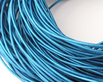 LRD0105058) 1 meter of 0.5mm Truly Teal Metallic Round Leather Cord