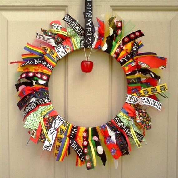 Simple Classroom Door Decor ~ Back to school wreath teacher classroom