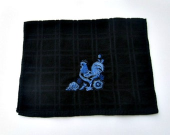Black hand towel with delft blue rooster