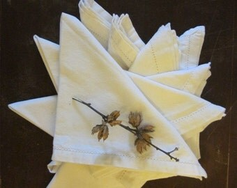 A set of 7 Large Off White Vintage Linen Dinner Napkins with White Open Work Borders Simply Beautiful Classic Linen Tableware